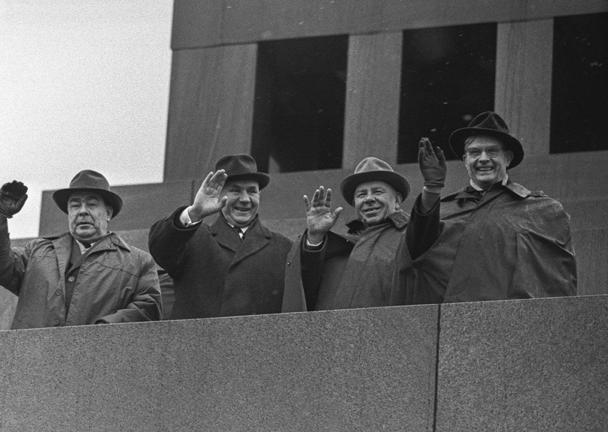 Коммунизм второй свежести: как «коллективный Путин» превращается в«коллективного Суслова»