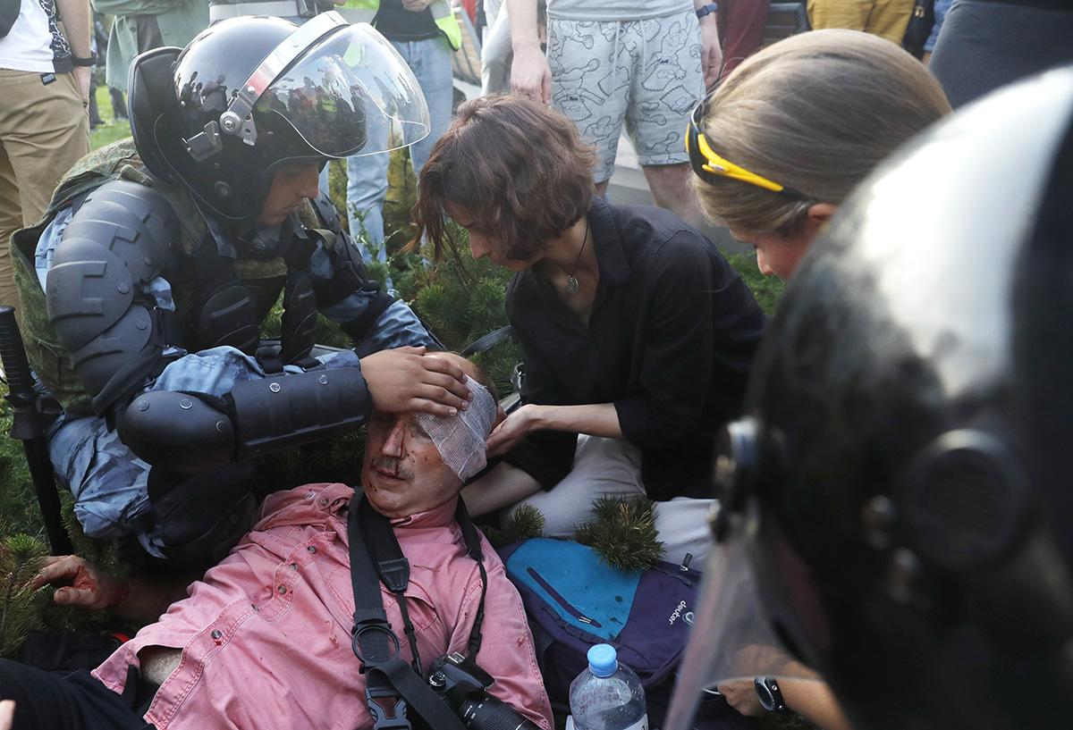 DIY помощь: кто икак помогает задержанным протестующим