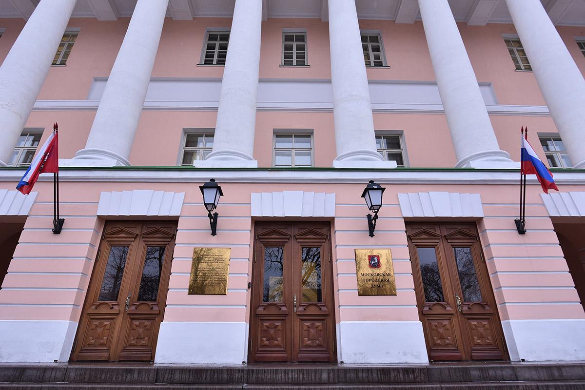 Сколько денег потратили насамовыдвиженцев вМосгордуму, связанных с«Единой Россией»