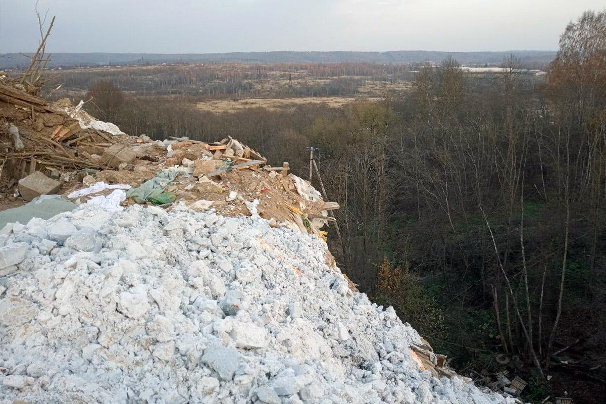 «Голубая лагуна» и«медный лес»: ядовитый маршрут поСмоленску