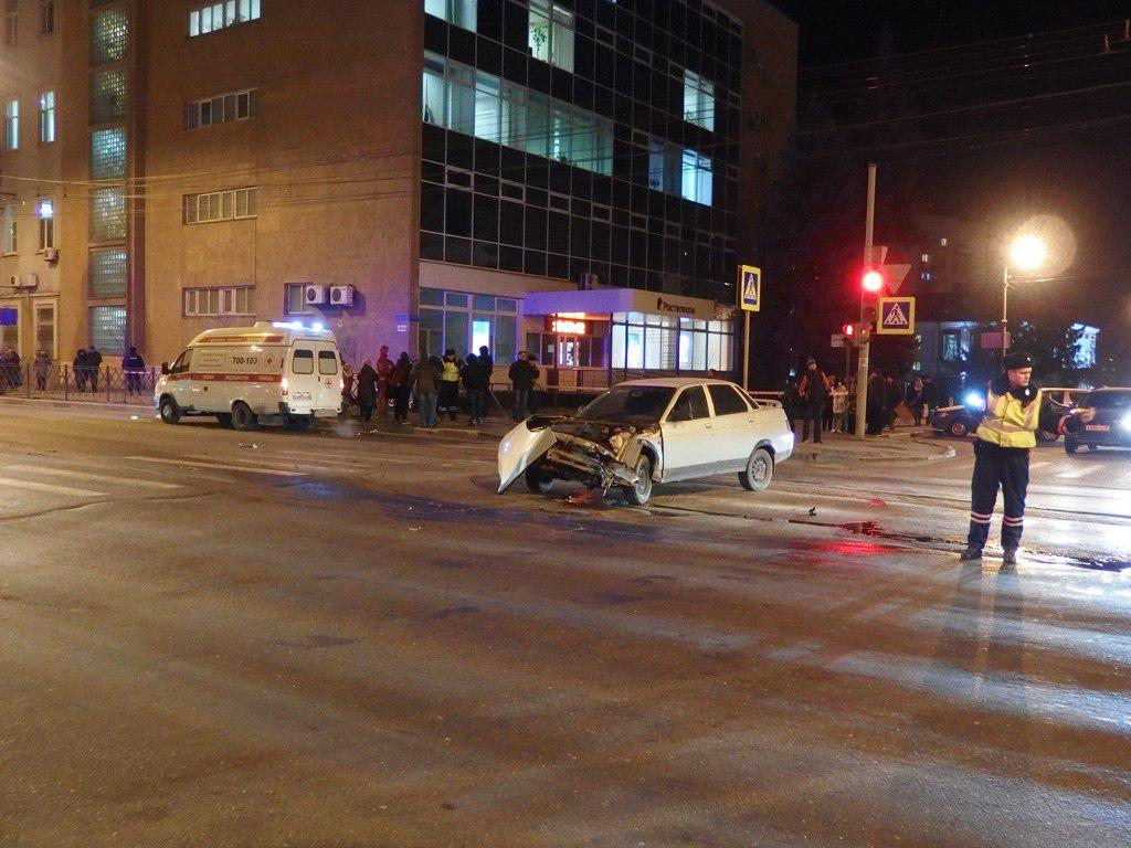 Изсоцсетей удаляют видео аварии вТамбове, где автомобиль сномерами областной администрации насмерть сбил человека