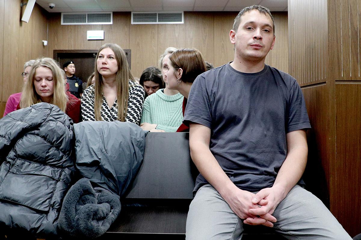 Итоги «судного дня московского дела». Три условных срока, один штраф, три этапа вколонию