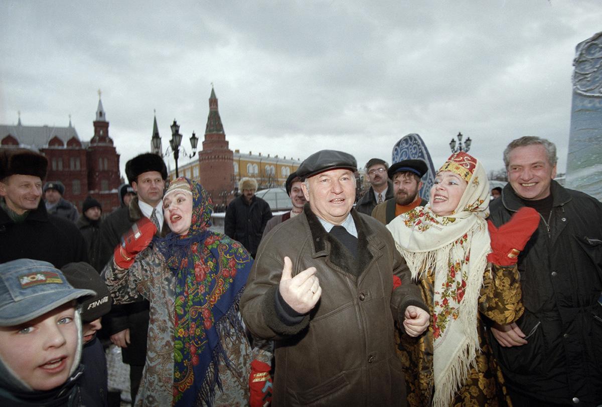 Вспоминаем Юрия Лужкова. Фотогалерея