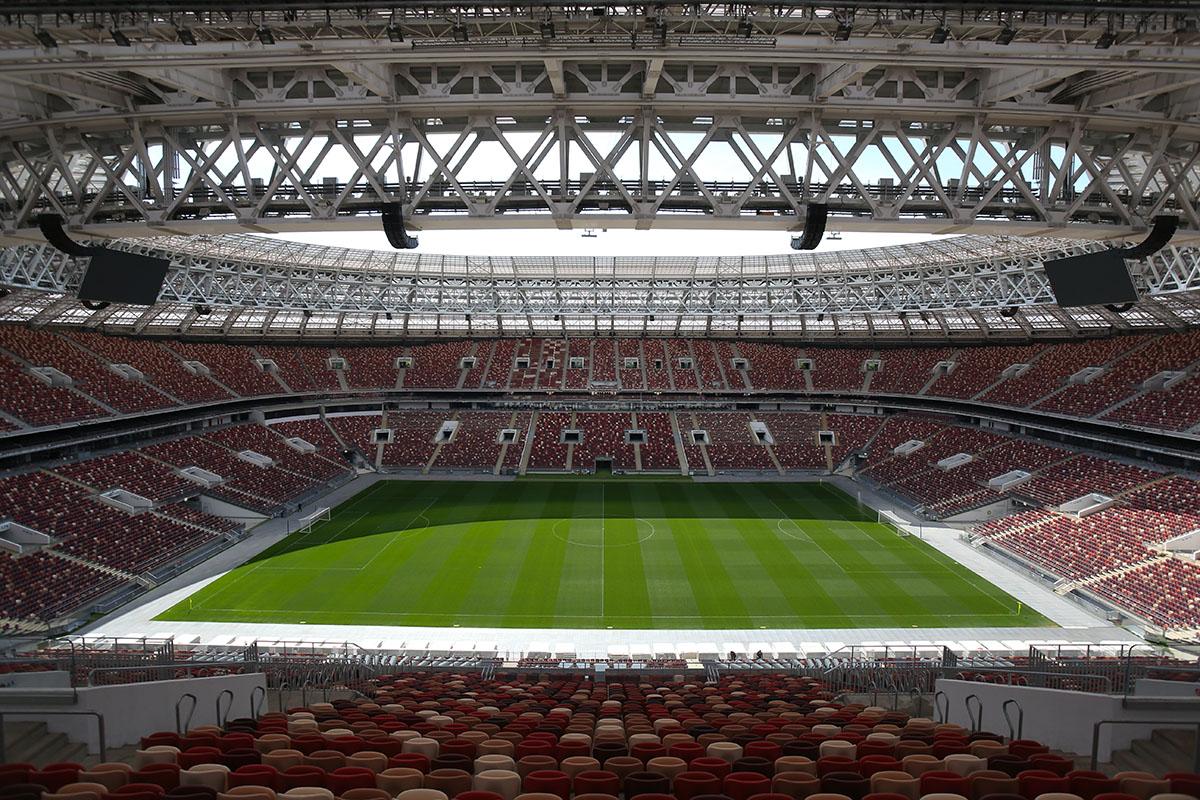 «Футболистов можно оградить гораздо лучше»: как вРоссии ивЕвропе перезапускают футбольный сезон