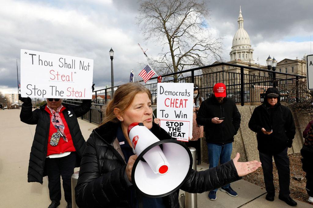 Сторонники Дональда Трампа на пикетах против фальсификаций на выборах